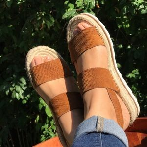 MARC FISHER🍂🍁Tan suede leather double strap 8.5